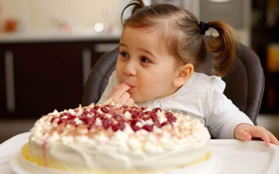 Фото ребенок-торт